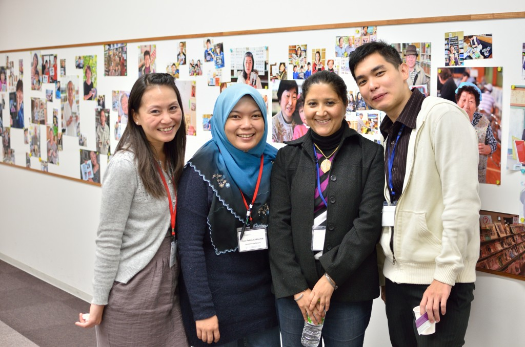 """Graduate students and early-career researchers at the exhibition """"Memory Salvage"""" organized by Yuji Mizoguchi, JSPS Research Fellow"""